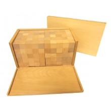 Box mit 250 lackierten Kuben