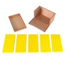 Satz mit fünf gelben Prismen in einem Kasten