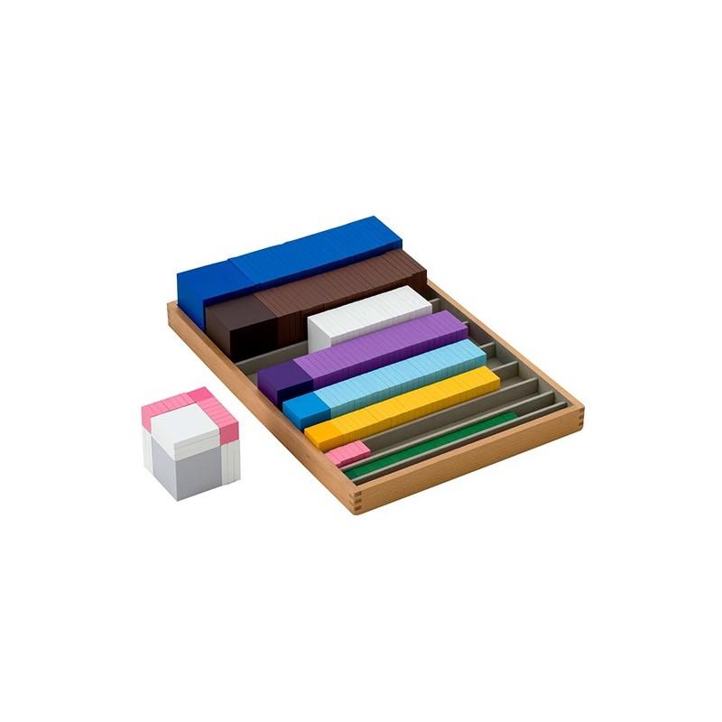 Würfel und Quadrate in Holzbox