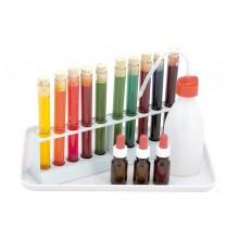 Farblabor mit Kunststoffeprouvetten & Schürze
