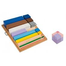 Kasten mit Würfeln und Quadraten